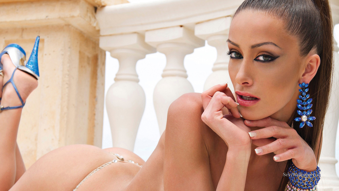 Andreani Tsafou sexy wallpaper 1366x768