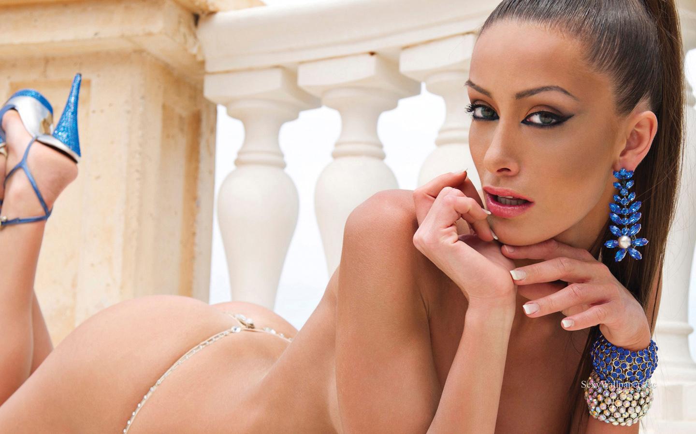 Andreani Tsafou sexy wallpaper 1440x900