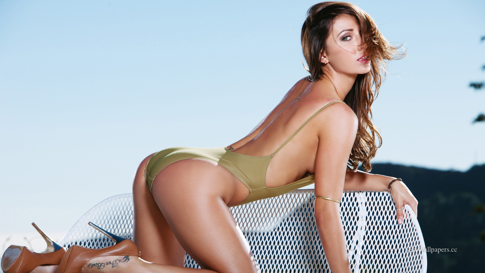 Casey Connelly sexy wallpaper 1600x900