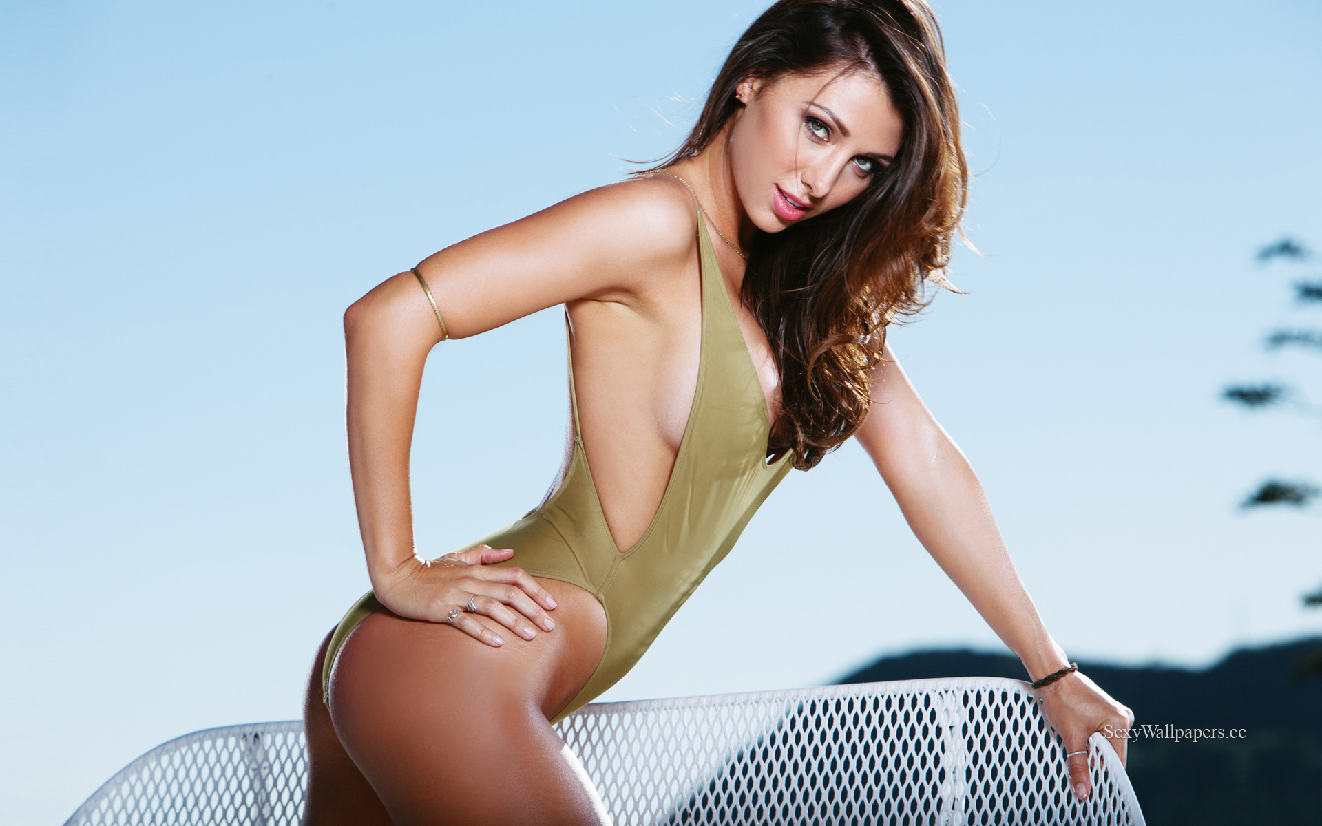 Casey Connelly sexy wallpaper 1920x1200