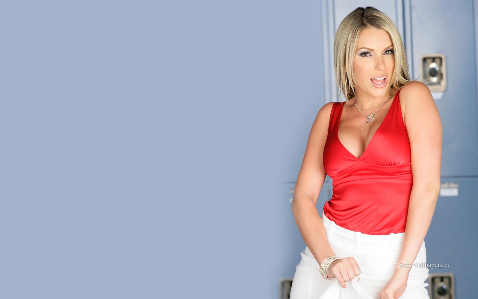 Courtney Cummz sexy wallpaper 1680x1050