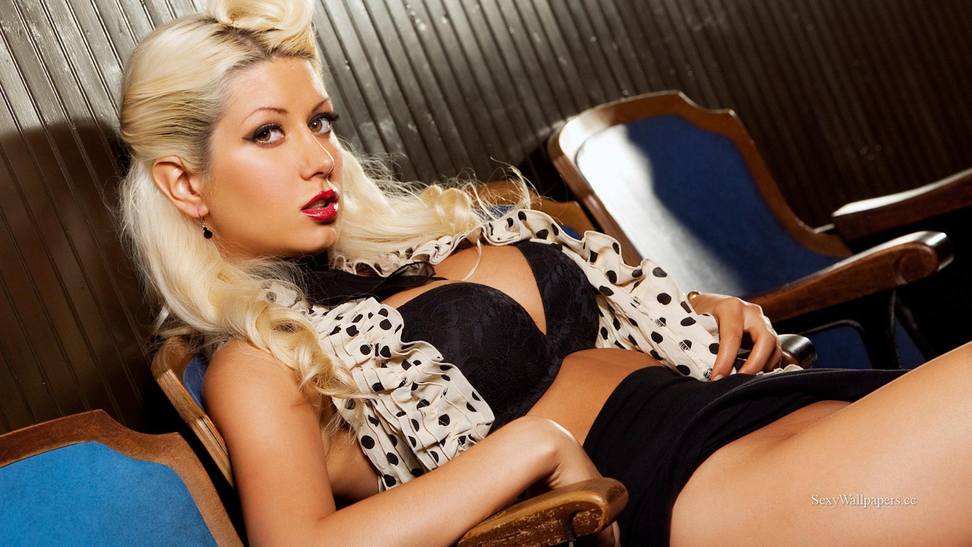 Фото развратной блондинки 12 фотография
