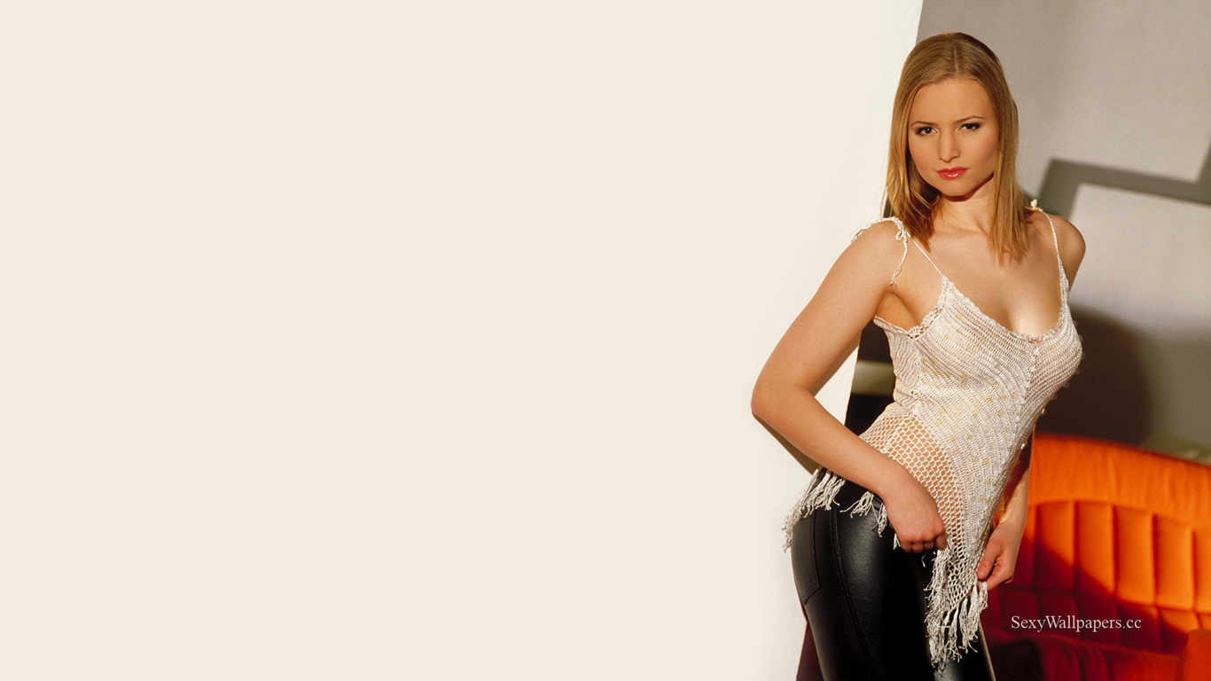 Linda sexy wallpaper 1366x768
