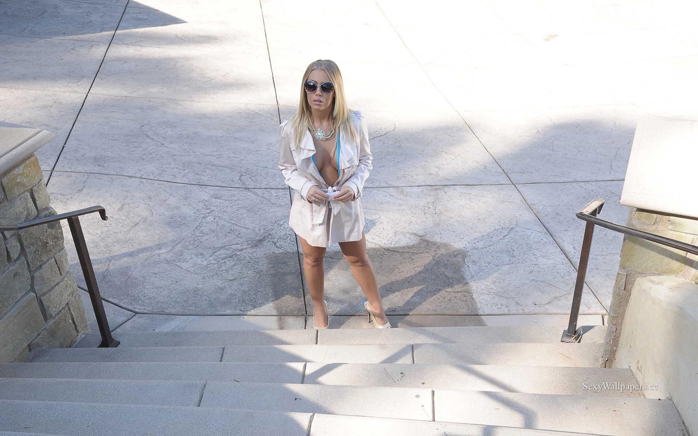 Nicole Aniston sexy wallpaper 1440x900